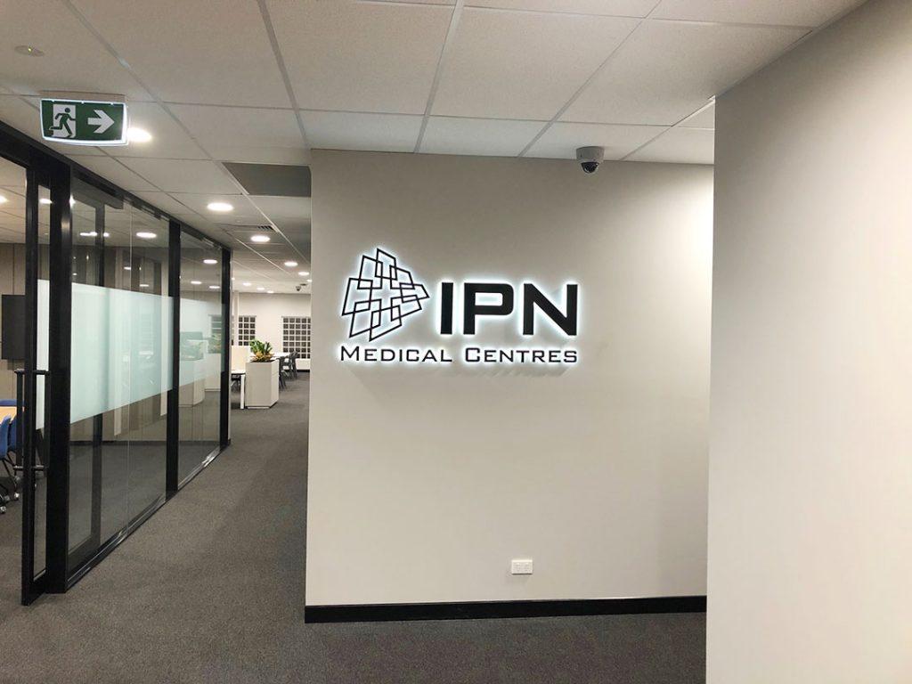 IPN-Medical-centre---Halo-lit-Letters